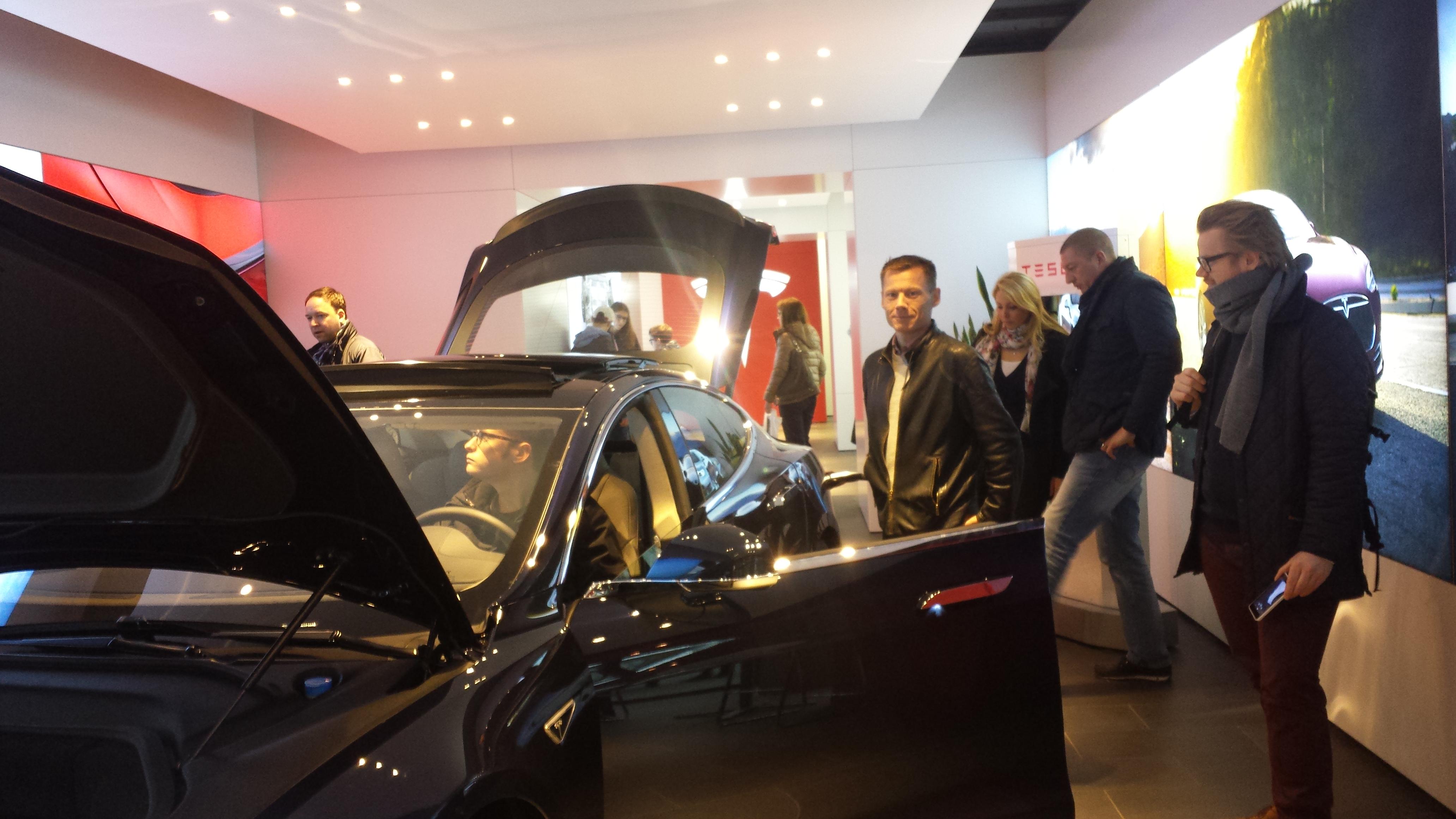DRIVE – Volkswagen Group i Friedrichstr. og andre biludstillinger